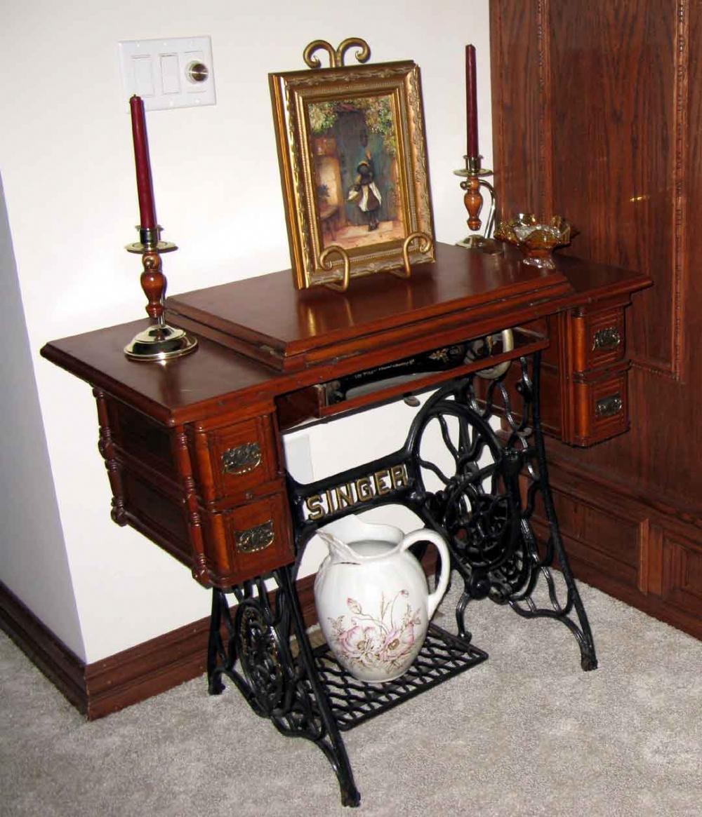 מיוחדים למכירה מכונת תפירה ישנה (עתיקה) בגלריה של יריב אגוזי ZC-16
